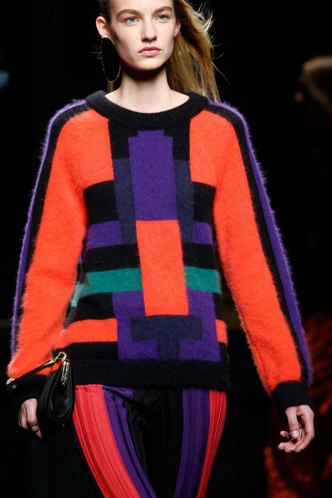 яркий свитер геометрия