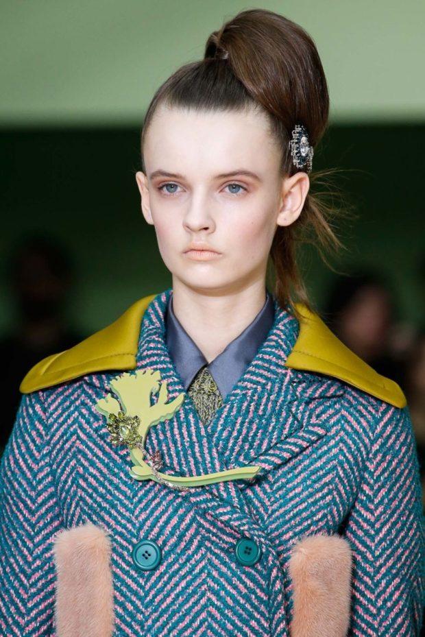 модная бижутерия 2019-2020: брошка из зеленых камней