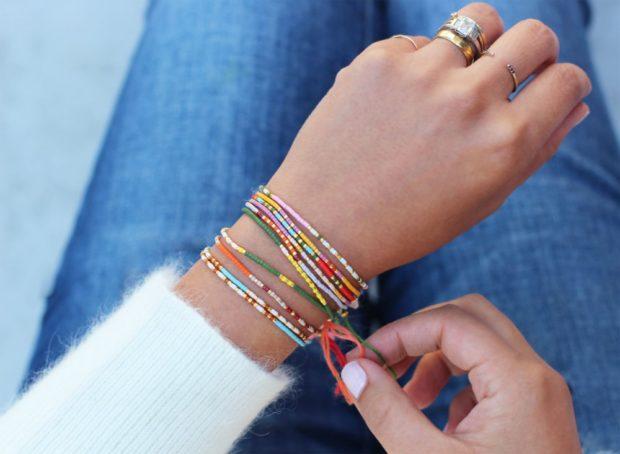 браслет многосолйный тонкий цветной из бисера