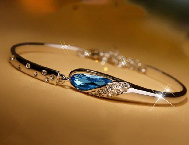 браслет золотой с камнем голубым