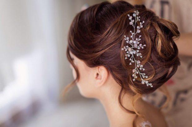 украшения для волос 2019-2020: красивая заколка из камушек