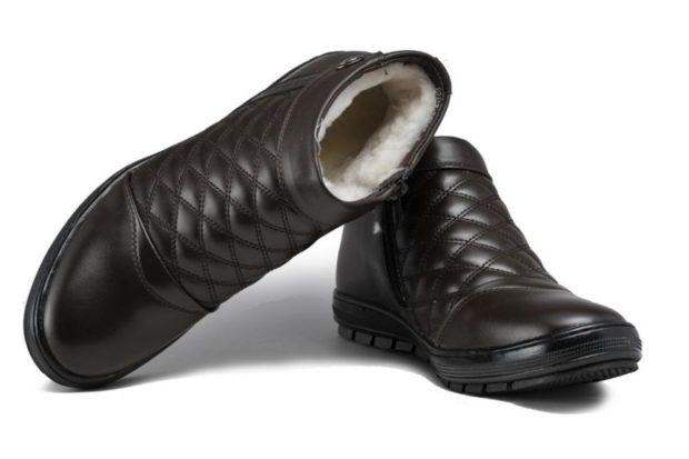 модная мужская обувь осень зима 2019-2020: черные ботинки стеганые с мехом внутри