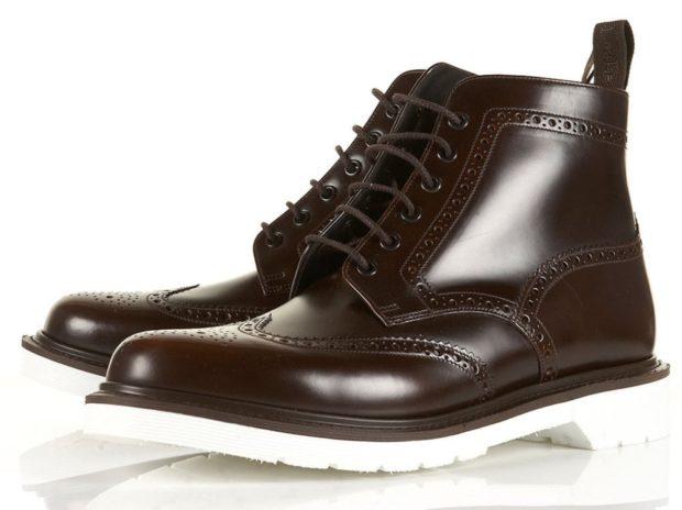 модная мужская обувь осень зима 2019-2020: ботинки на шнуровке коричневые подошва белая