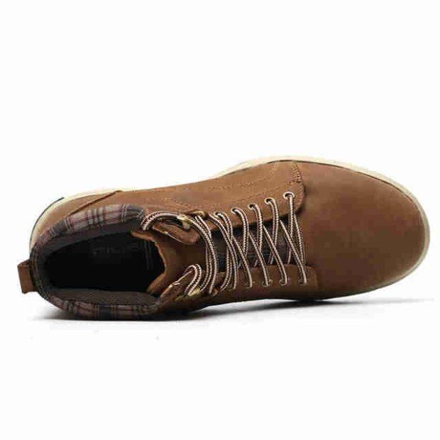 модная мужская обувь осень зима 2018-2019: ботинки на шнуровке коричневые нубук