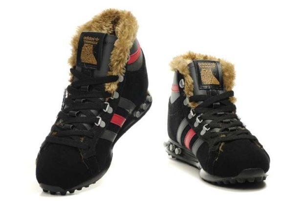 модная мужская обувь осень зима 2018-2019: кроссовки черные с красной полоской и мехом внутри