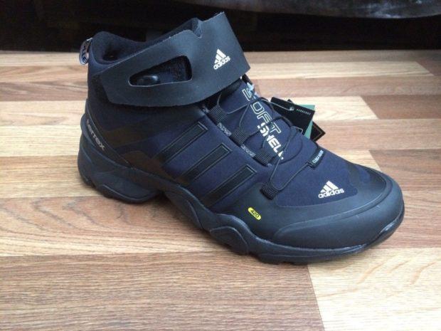 кроссовки черные с синим