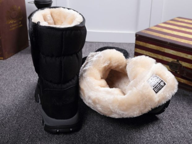 модная мужская обувь осень зима 2018-2019: дутики черные с мехом белым