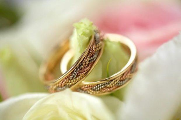 Обручальные кольца 2020-2021: на свадьбу с плетением внутри из металла