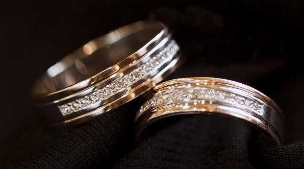 кольца обручальные с камнями мужское и женское