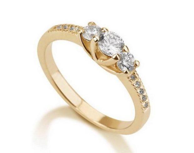 кольцо обручальное женское золотое с камнями