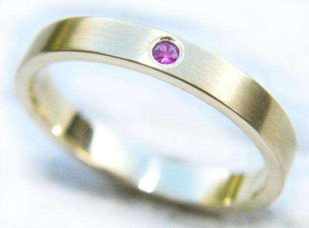 кольцо литое с маленьким камешком