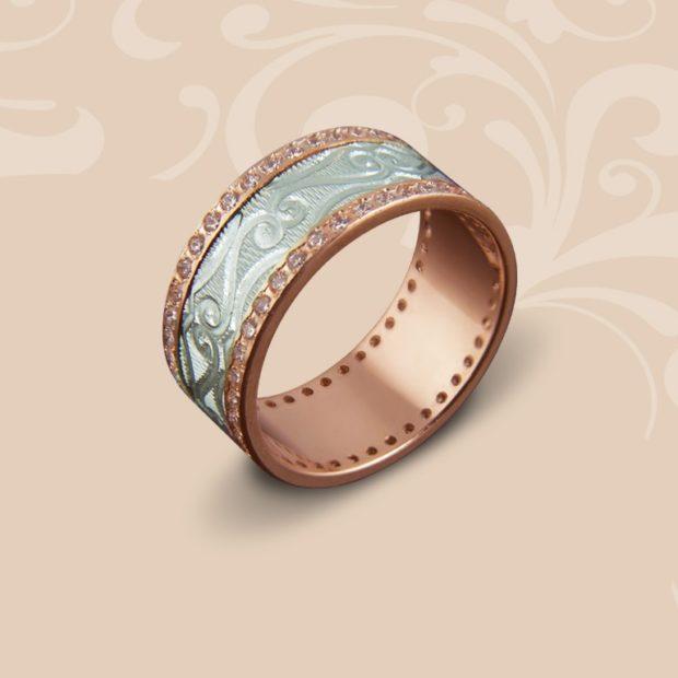 кольцо широкое из желтого и белого золота с камешками