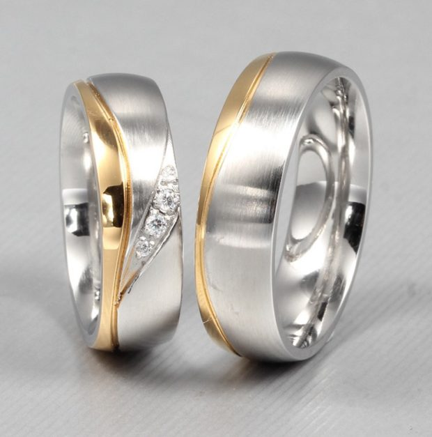 кольцо из белого и желтого золота с камешками