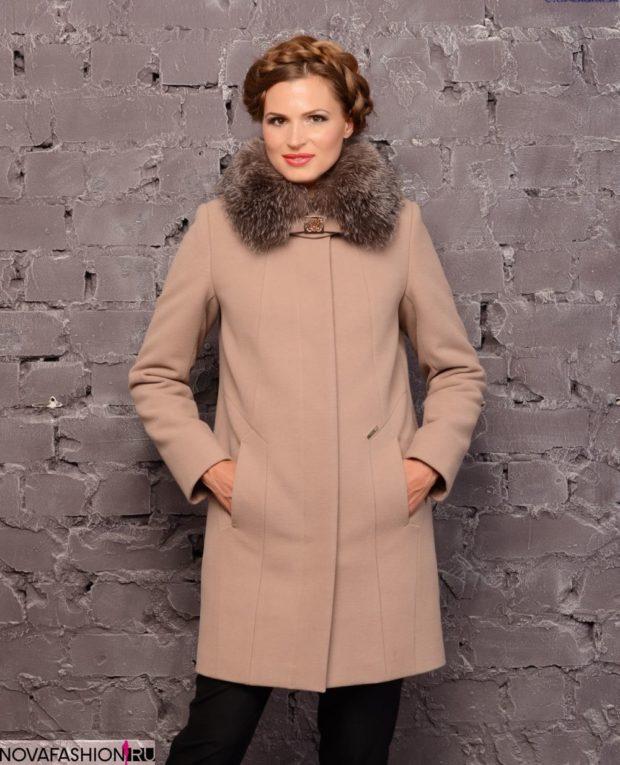 бежевое пальто с меховым воротником