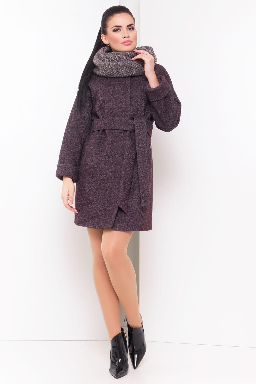 серое пальто с поясом и воротником