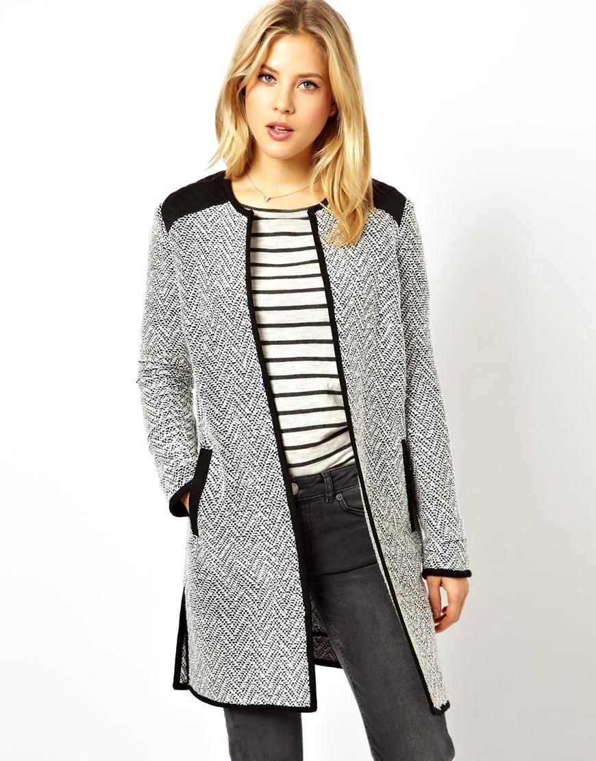 серое пальто с черными вставками
