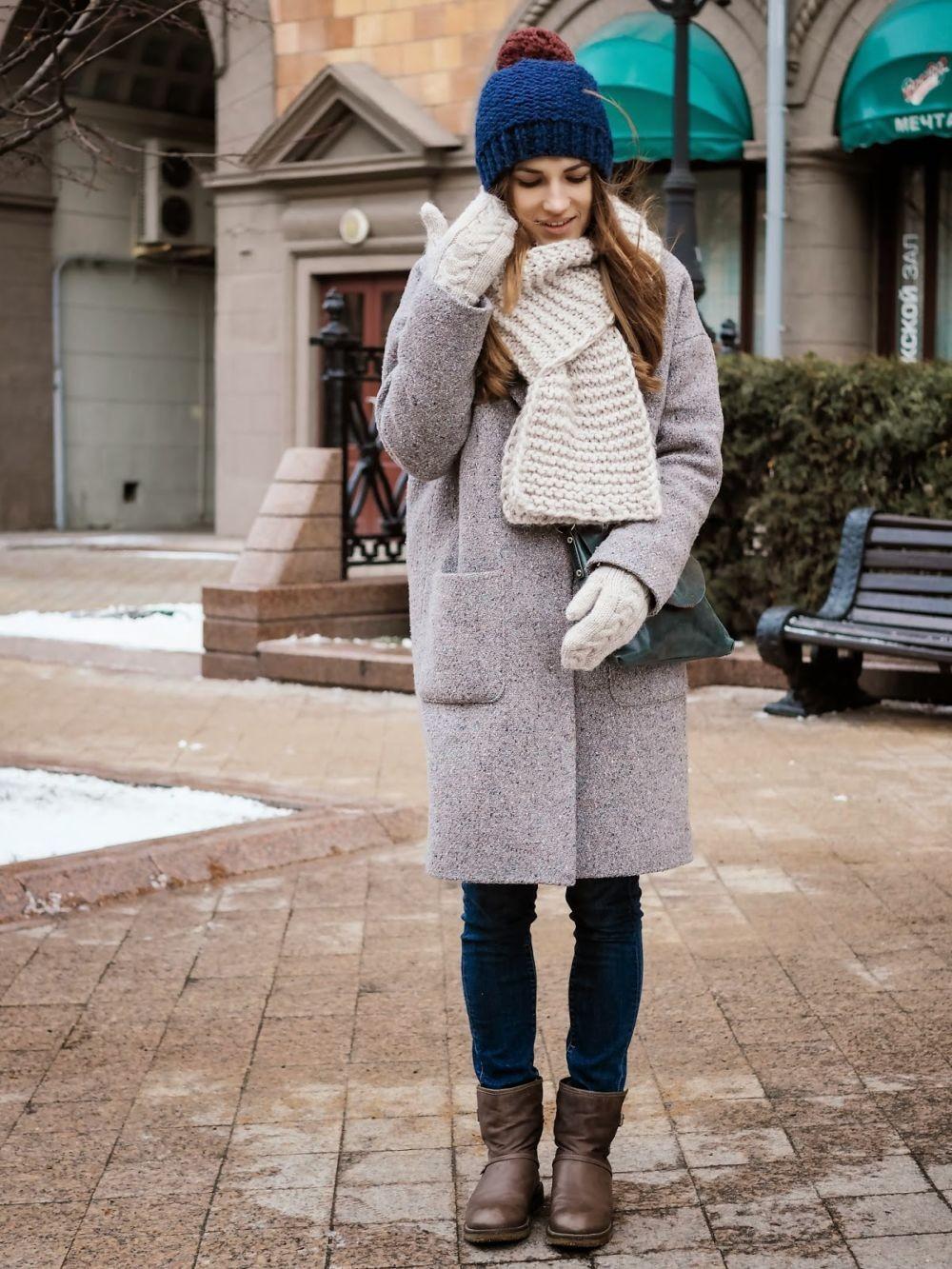 серое пальто, с карманами