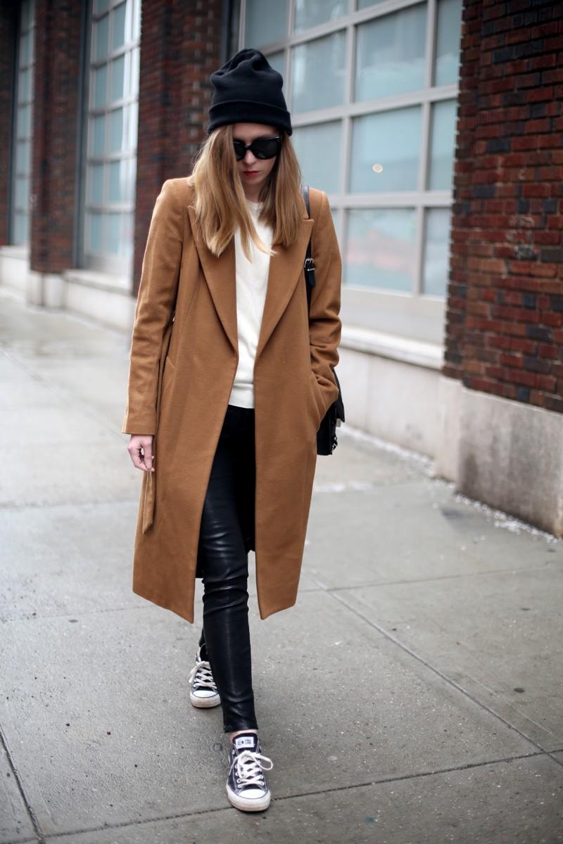 коричневое пальто с воротником