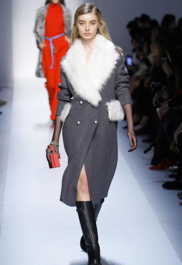 серое пальто с белым меховым воротником