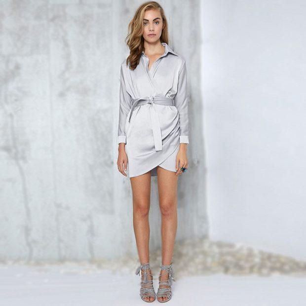 платье-рубашке атласное серое под пояс