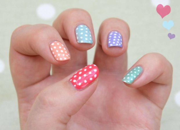 яркие ногти белые круги сделанные дотсом