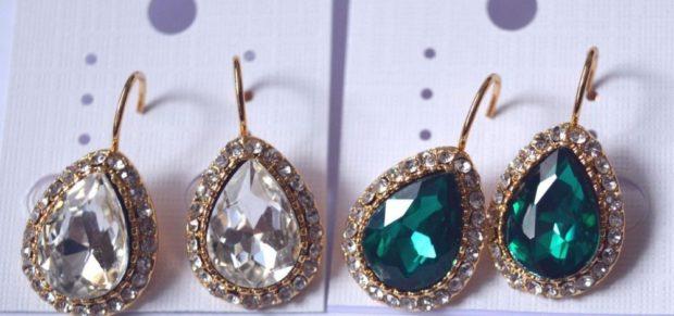серьги-капли с белыми камушками с зеленым камнем