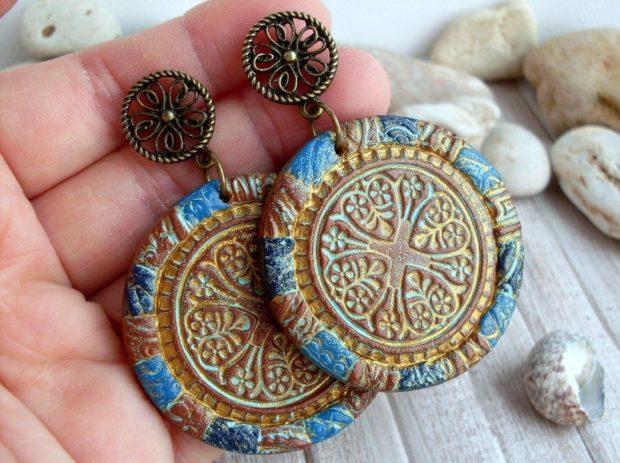 серьги в этно-стиле деревянные круглые плоские цветные