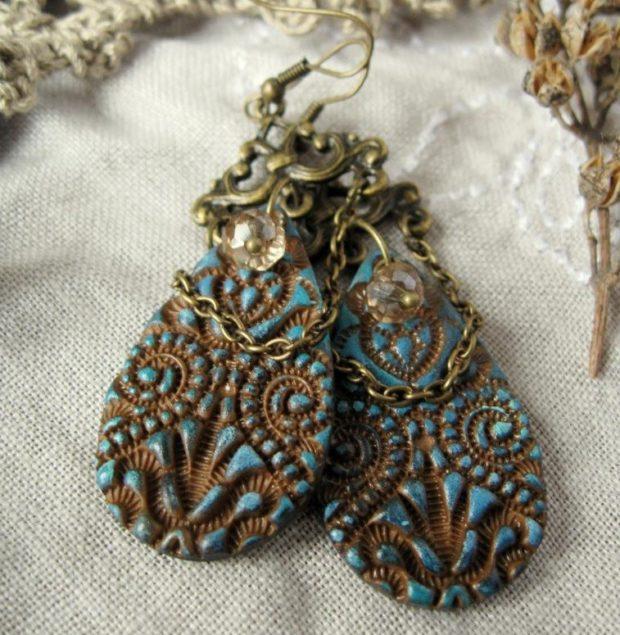 серьги в этно-стиле в форме капли деревянные с синим и золотым