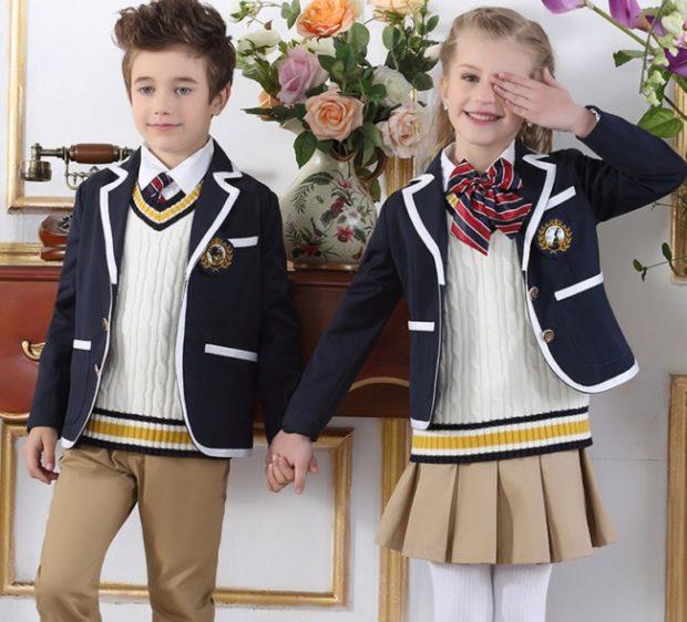 Школьная мода 2019-2020: форма светлый низ синий с белым жакет
