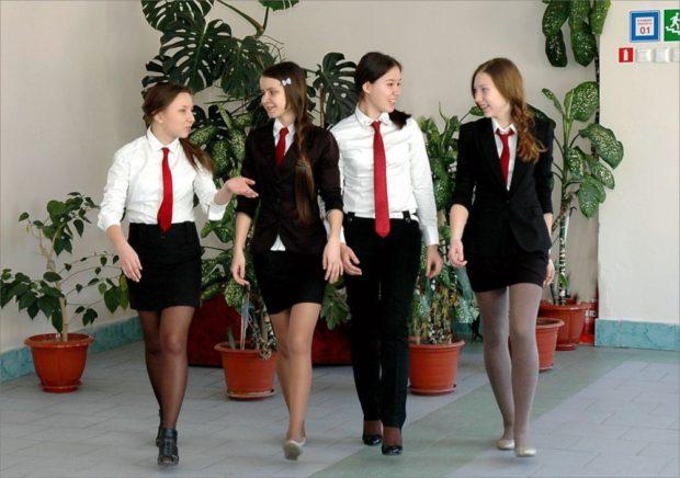 форма черный низ юбки брюки под блузки и красный галстук