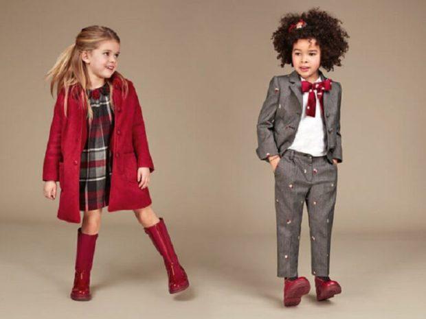 Школьная мода 2019-2020: сарафан в клетку красный брюки и жакет серые блуза белая с красным бантом