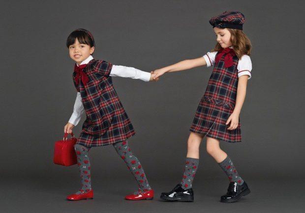 платья школьные в клетку красную с синей