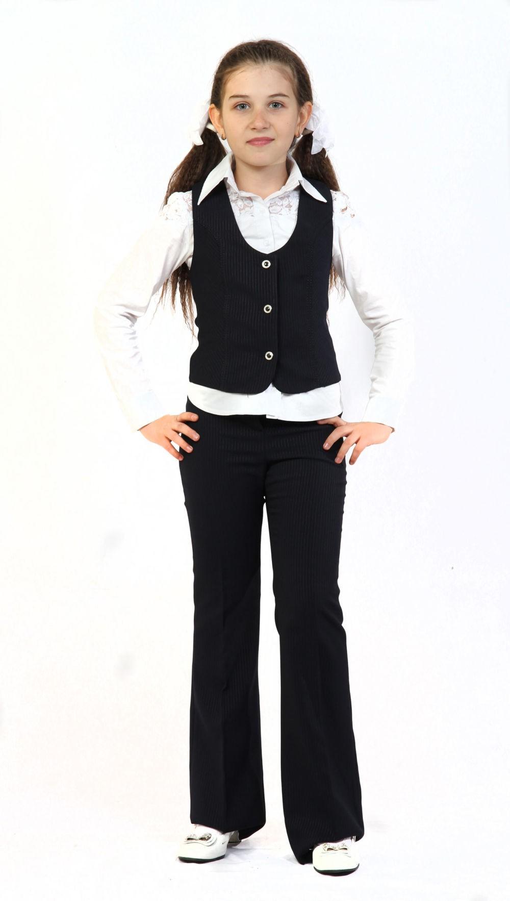 брюки и жилетка черные в полоску под блузку