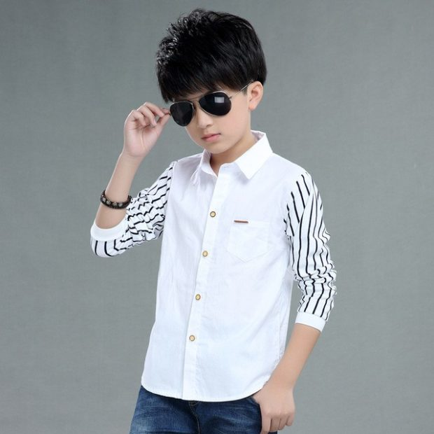 белая рубашка с рукавами в полоску