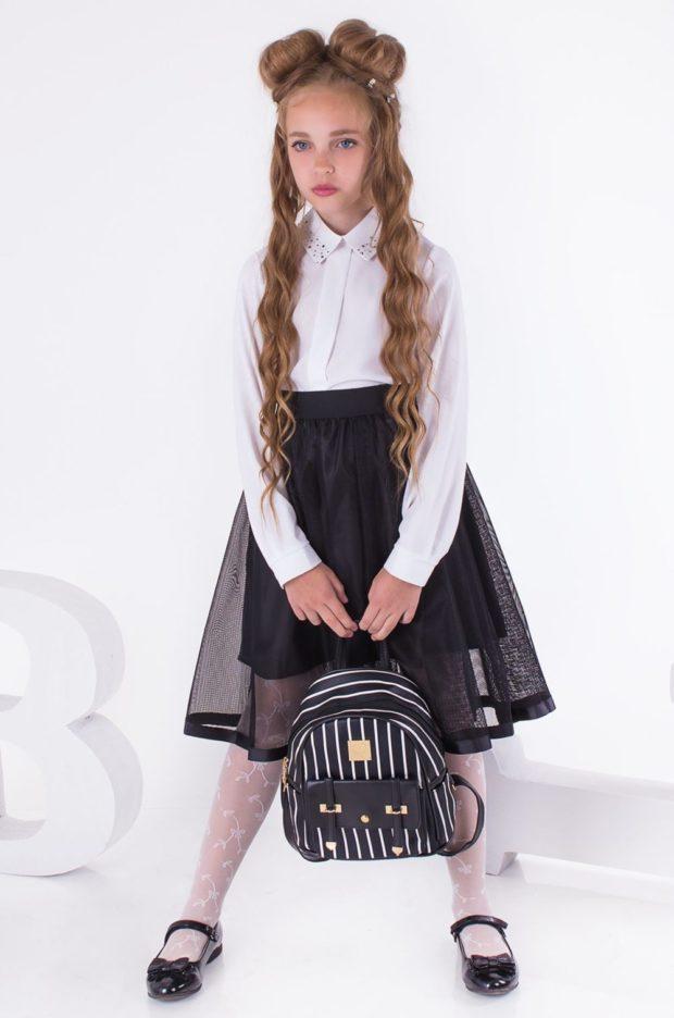 Школьная мода 2019-2020: белая блуза пышная черная юбка