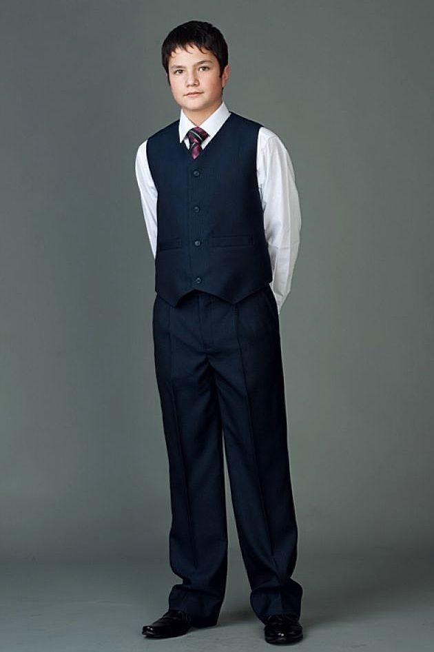 жилетка и брюки черные