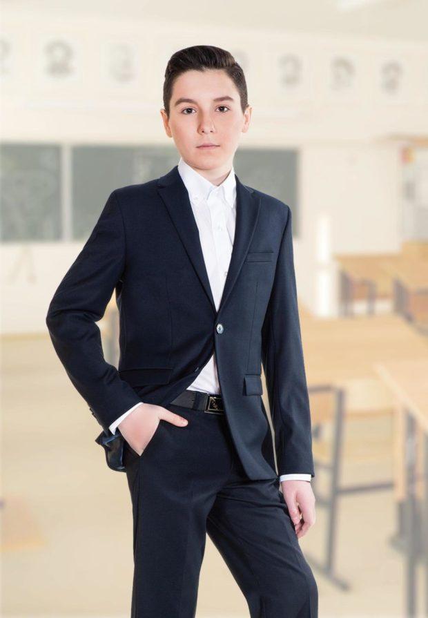 костюм классика брюки и пиджак с одной пуговкой