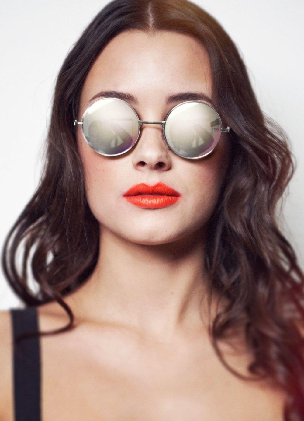 модные солнечные очки 2018 2019 женские: ленноны серо-матовые