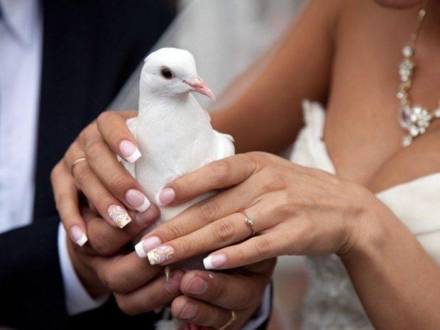 свадебный маникюр 2018-2019 модные тенденции: френч с рисунком на ногте
