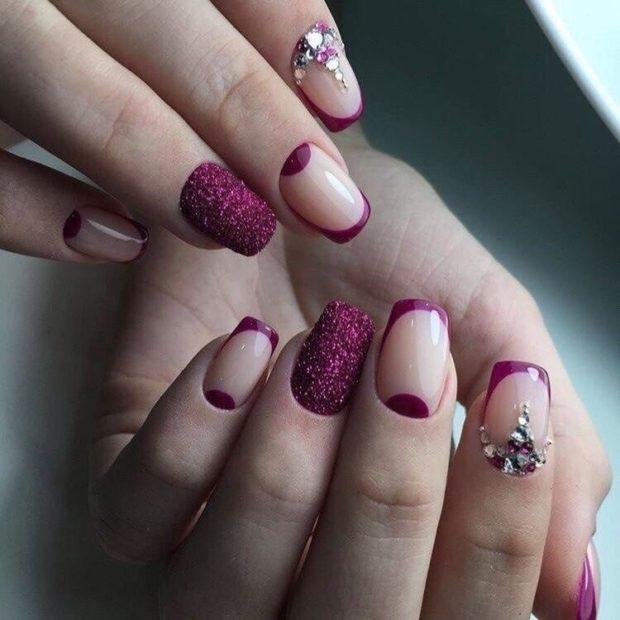 ногти со стразами фиолетовые и бежевые