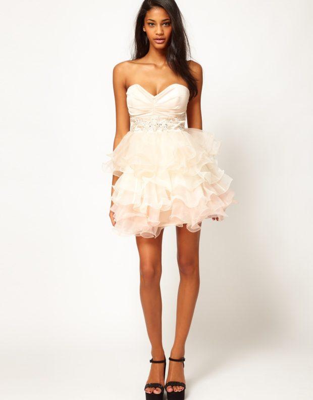 вечерние платья на Новый год: с пышной юбкой белое бюстье