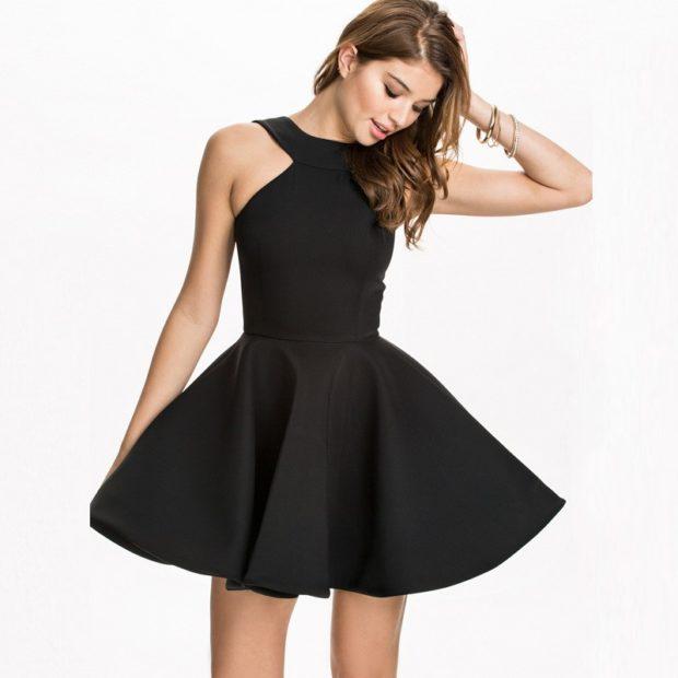 вечерние платья на Новый год: пышная юбка черное без рукава