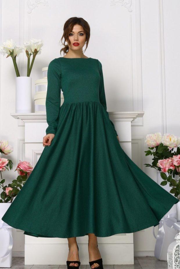вечерние платья на Новый год: пышная юбка миди зеленое с длинным рукавом