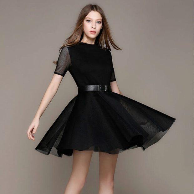 вечерние платья на Новый год: пышная юбка серая под пояс рукав короткий