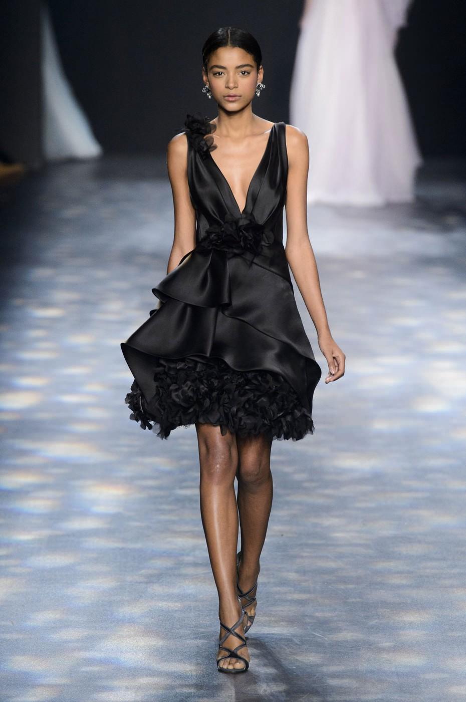 платье короткое атласное юбка с воланами