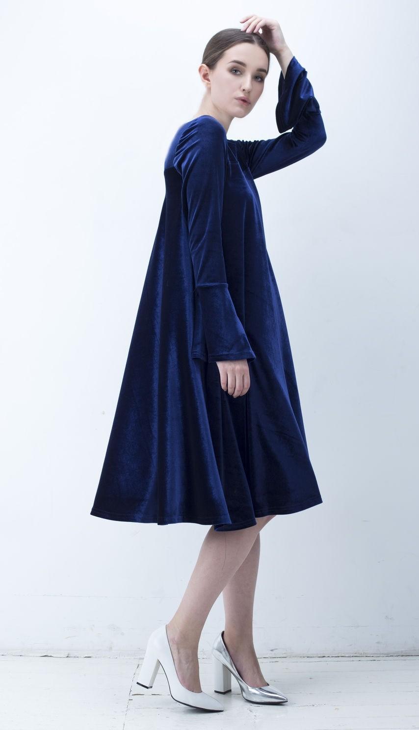 вечернее платье на новый год 2019: синее бархатное