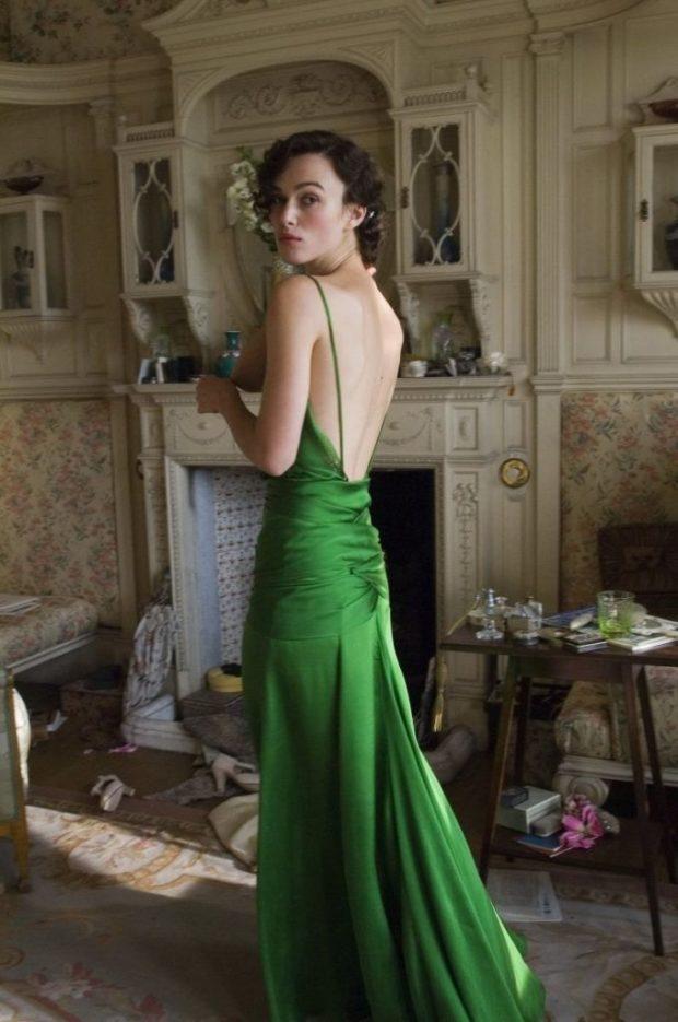 с открытой спиной зеленое длинное