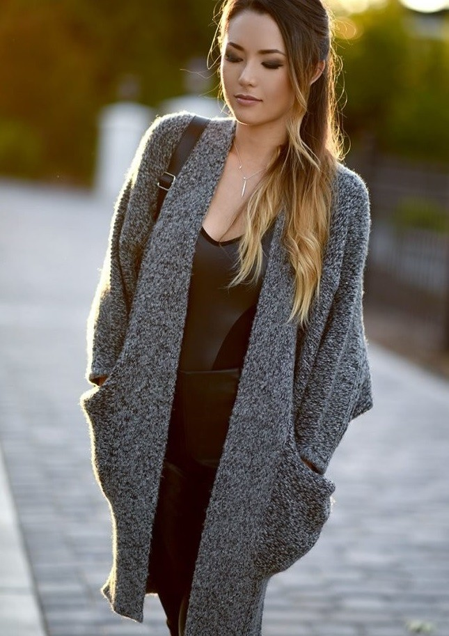 серый вязаный жаке с карманами