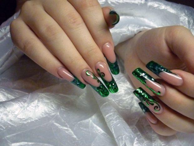 арочное наращивание ногтей гелем фото зеленое с вензелями