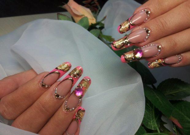 арочный маникюр розовый с камнями фото